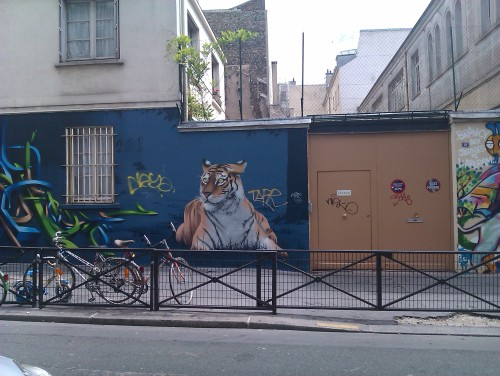 Photo: tigre peint sur un mur