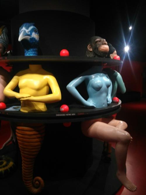 Sculpture interactive : faire tourner pour changer la tête où le torse