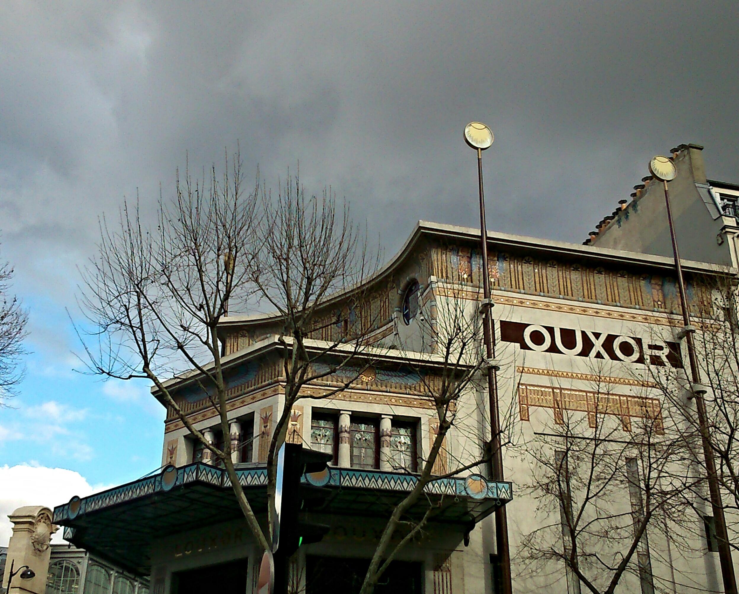 Photo : cinéma Le Louxor, à Barbès, style égyptien et Art Déco